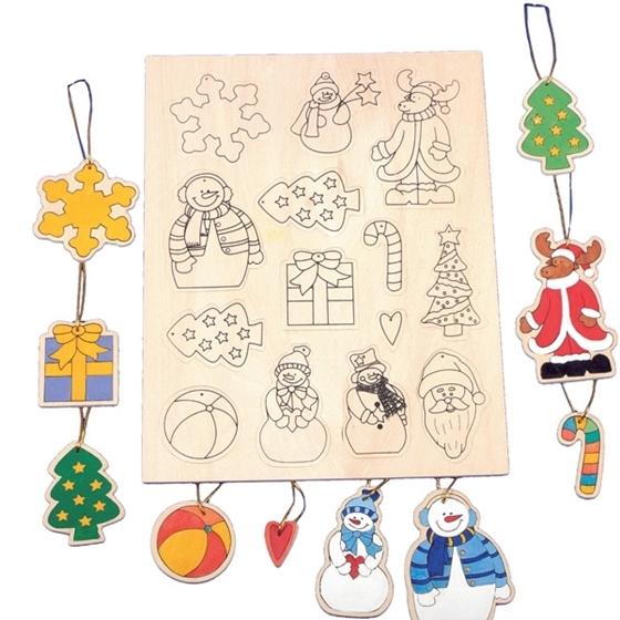 Εικόνα της Πλάκα με 14 διαφορετικά χριστουγεννιάτικα στολίδια.