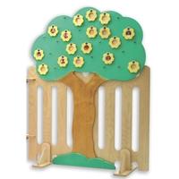 """Εικόνα της Ξύλινο παρουσιολόγιο """"Δέντρο με φράχτη¨."""